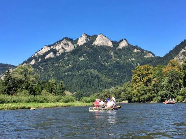 rafting through the Dunajec Gorge